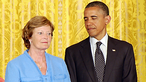 President Obama honors Summitt
