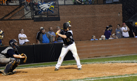 Big inning lifts Eagles