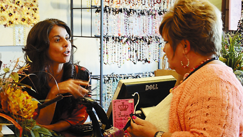 ORNL FCU holds first cash mob at Knoxville Soap, Candle & Gifts