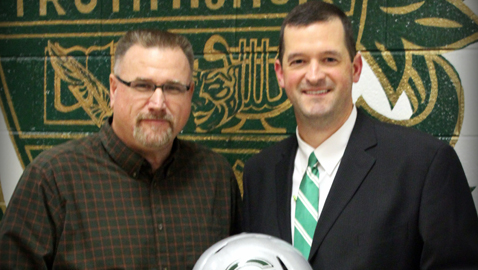 McMillan, defensive guru, reconnects with Carter football