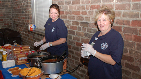 Photos by dan andrews Syvennia Smith and Helen M. Knight (left to right) help serve food at the 2012 Oakwood-Lincoln Park Night Out held at the Neighborhood Association Clubhouse on Shamrock Avenue.