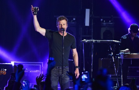 Dierks Bentley Surprises Fans With A Pop-Up Concert At Knoxville's The International