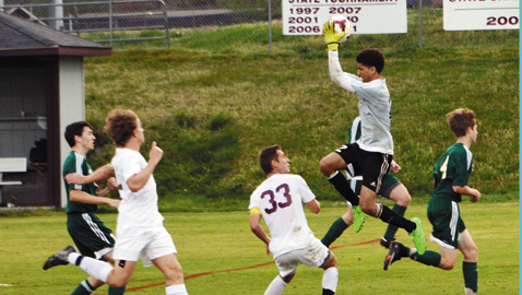 Bearden overcomes slow start to down Green Wave 4-1